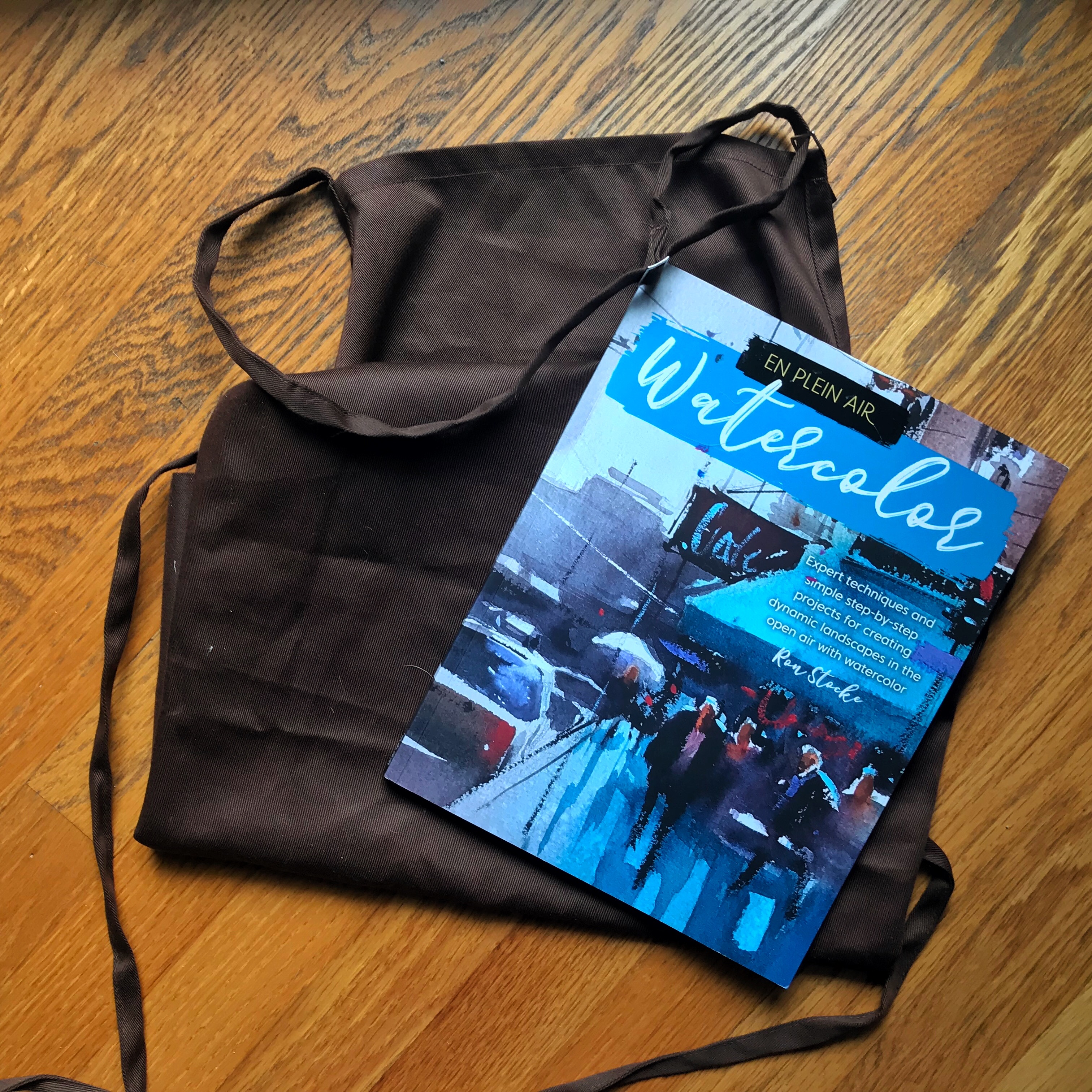 Plein Air apron and reference book