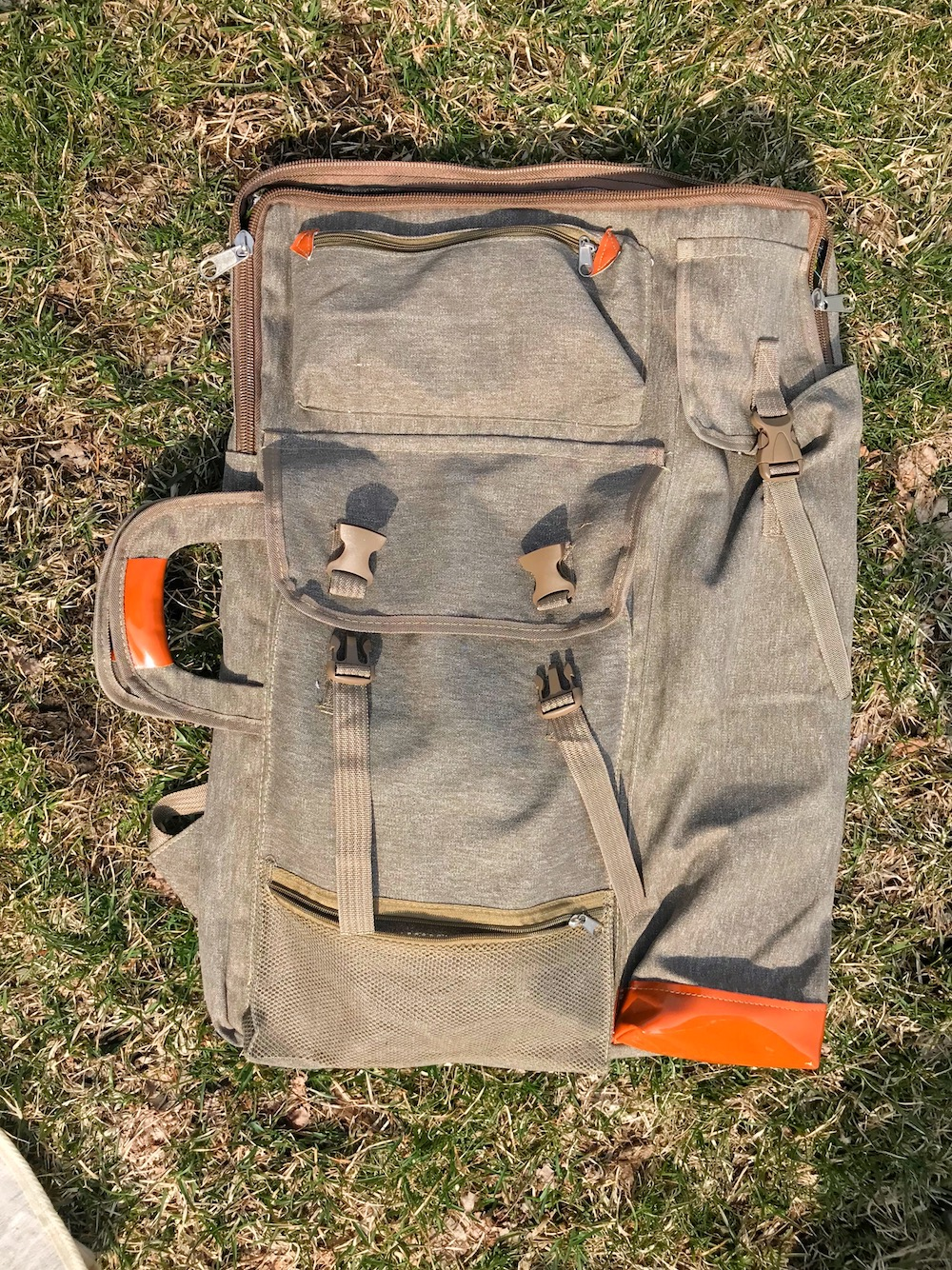 Plein Air travel backpack